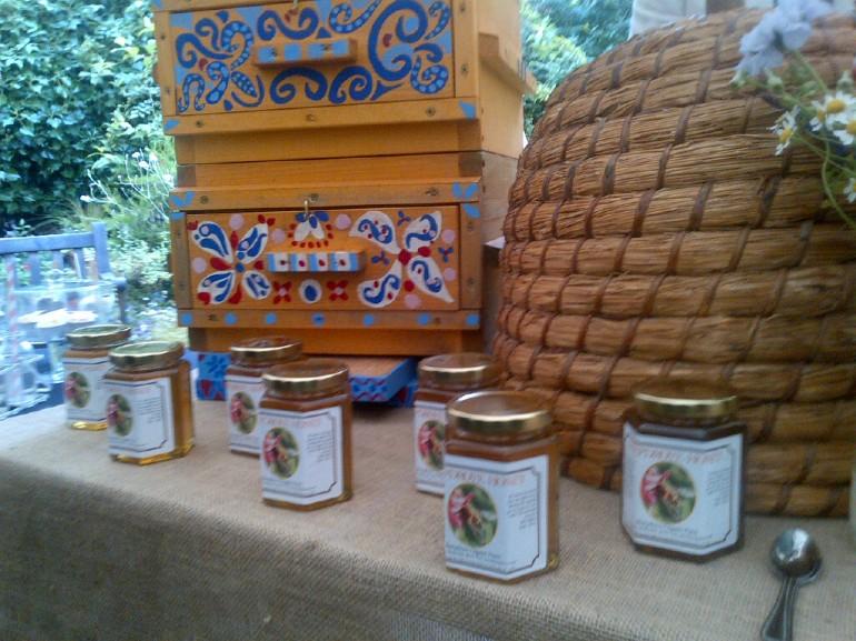 Neal's Yard Remedies Bee Lovely beauty  honey
