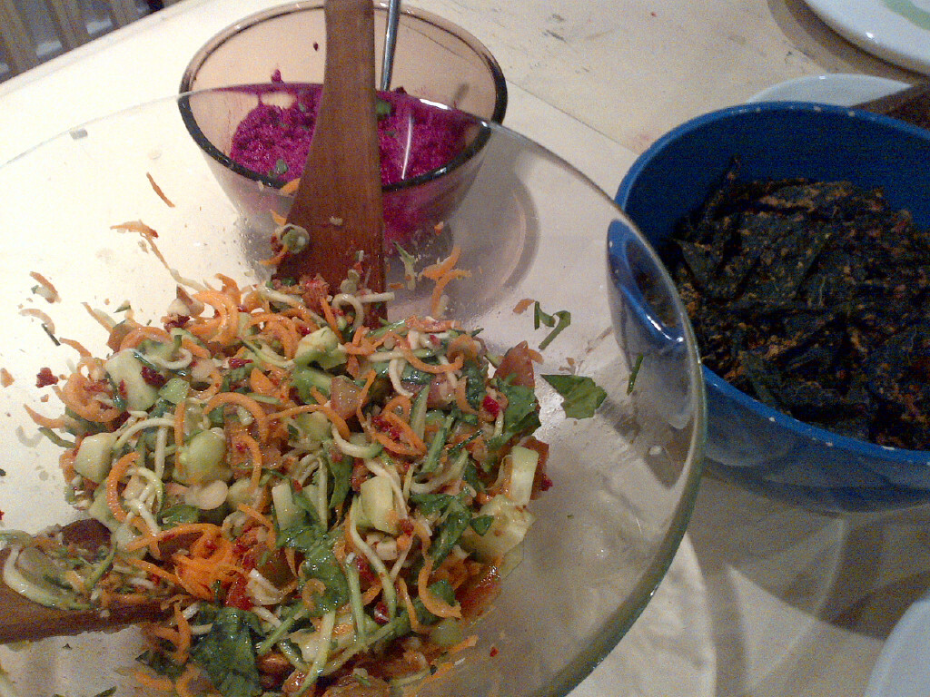 Go more raw - Raw slaw salad