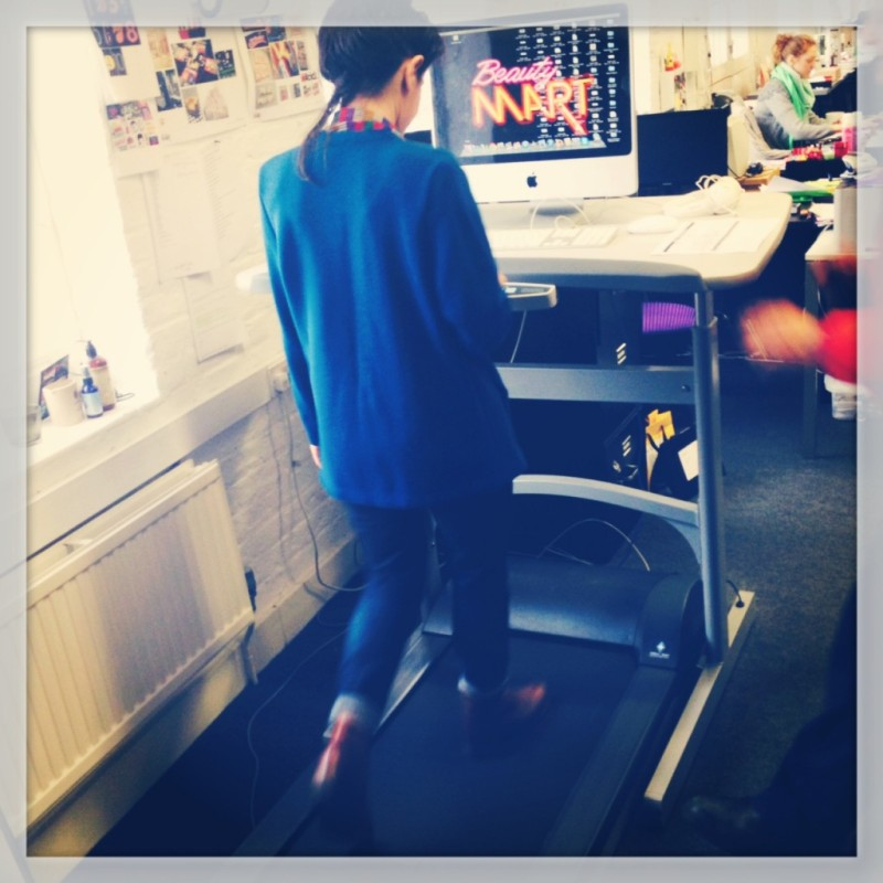Yanar-Alkayat reviews the treadmill-desk at-beautyMART-for Healthista