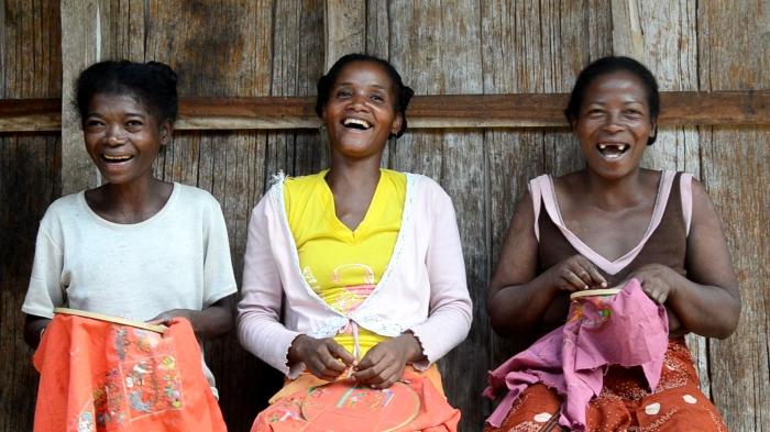 Madagascar ethical sustainable gifts Kazy Anastasy, Vololonirina Marie Cleire, Rasoamihanta Elyse